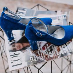 Zilas zamša kurpes ar siksniñu, papēdis 8,5 cm