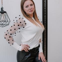 Balts džemperis ar pumpainām rociņām