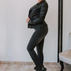 Melnas džinsa bikses