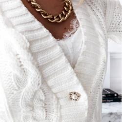 Balta, adīta jaka ar pogām