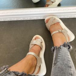 Baltas platformas sandales