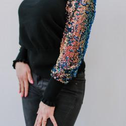 Melns džemperis ar spīdīgām rociņām