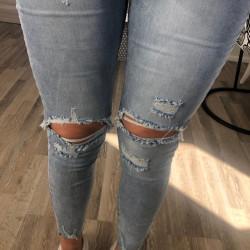 Zilas džinsa bikses ar plēsumiem