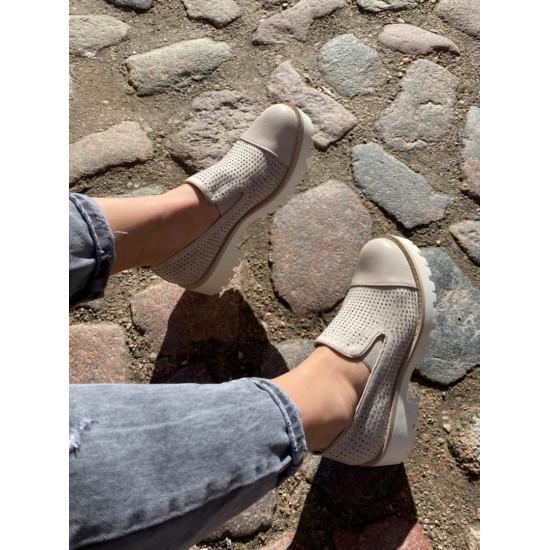 Bēšas kurpes uz biezu zoli