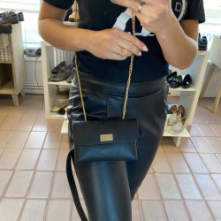 Melns Gurnu soma, var nēsāt arī kā pleca soma