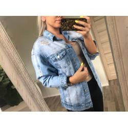 Gaiši zila džinsa jaka ar plēsumiem