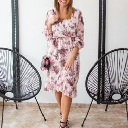 Rozā kleita ar ziedu rakstu