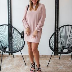 Rozā klasiska kleitiņa, savilktas piedurknes