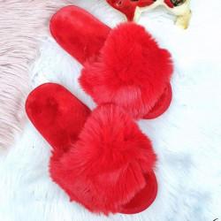 Superīgas sarkanas pūku čībinas