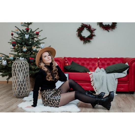 Melns džemperis ar zelta krāsas podziņām