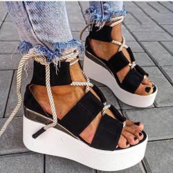 Melnas platformas vasaras kurpes