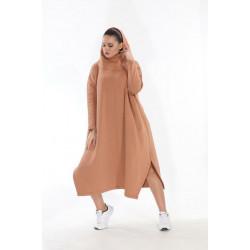 Brīvā stila silts džemperis ar kapuci