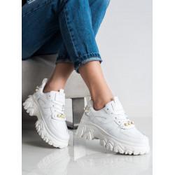Baltas botes ar pērlītēm