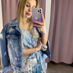 Zila džinsa jaka ar plēsumiem