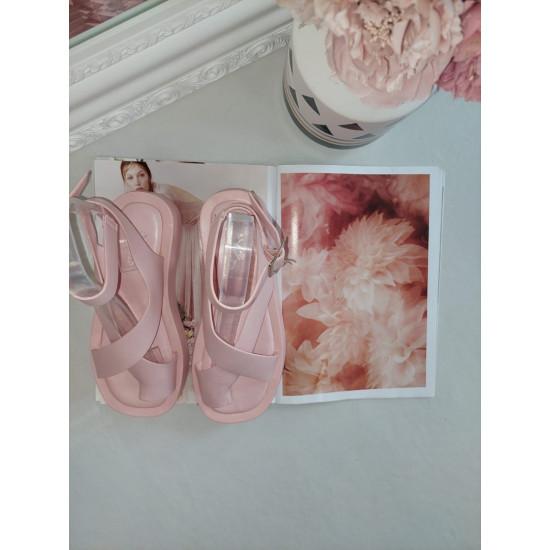 Pūderrozā gumijotas sandales