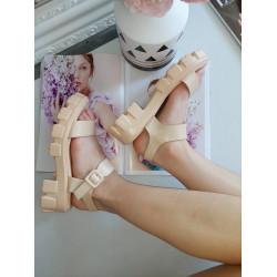Bēšas sandales