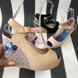 Bēšās platformas kurpes