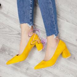 Dzeltenas , ērtas kurpes uz papēdi