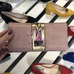 Rozā krāsas naudas maks