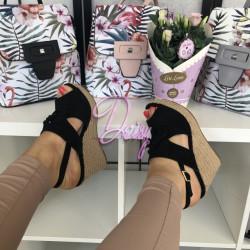 Melnas platformas kurpes ar pītu zoli