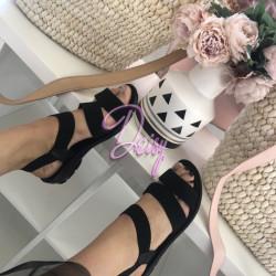 Melnas sandales