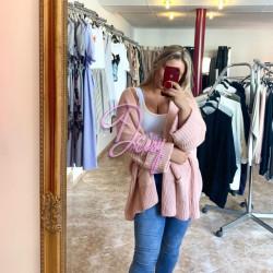 Rozā adīta jaka ar lielām piedurknēm